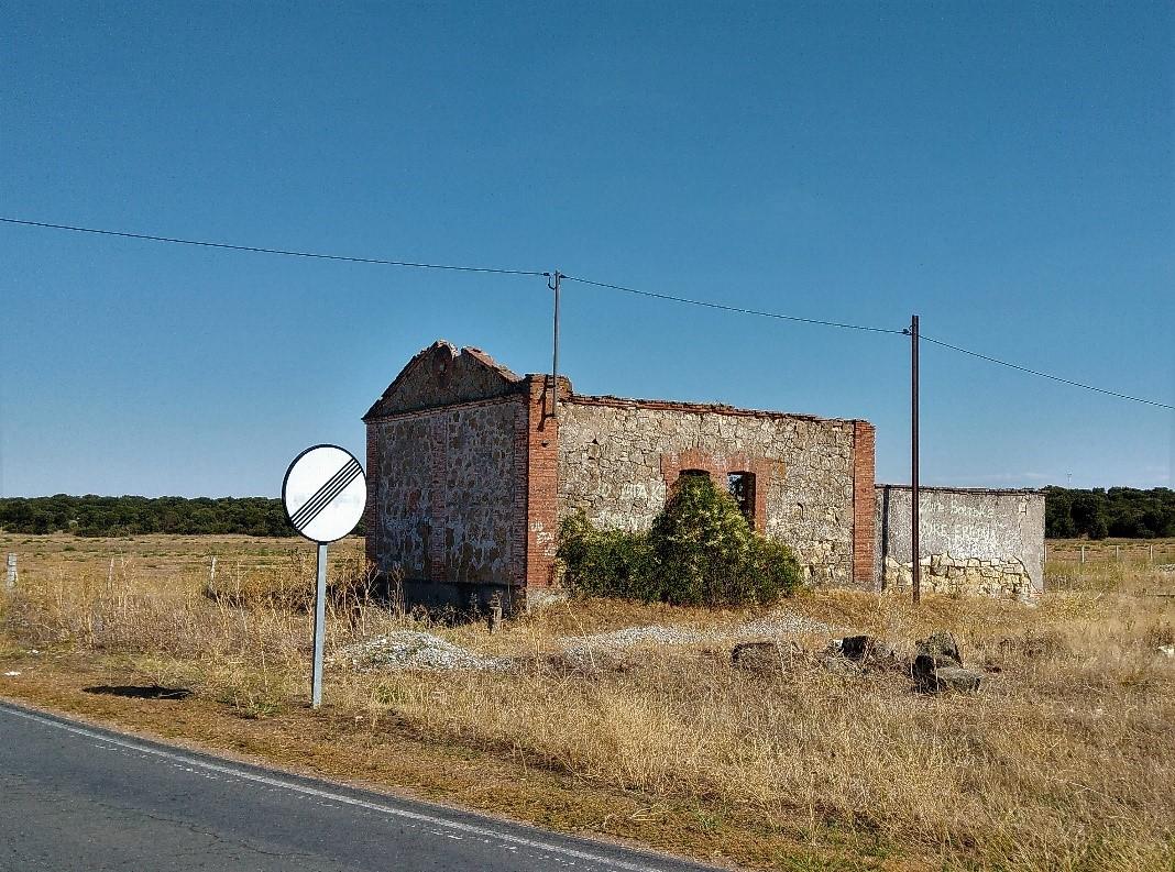 La caseta de los camineros cercana a la Estación de Huelmos de Cañedo, Valdulciel.