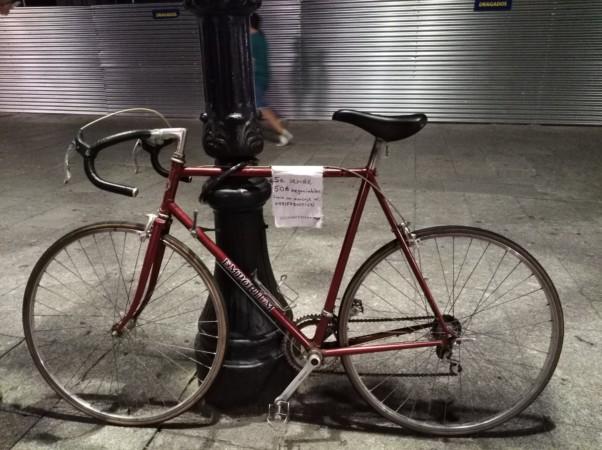 La bicicleta de 'carreras' está en la plaza de los Bandos, en Salamanca