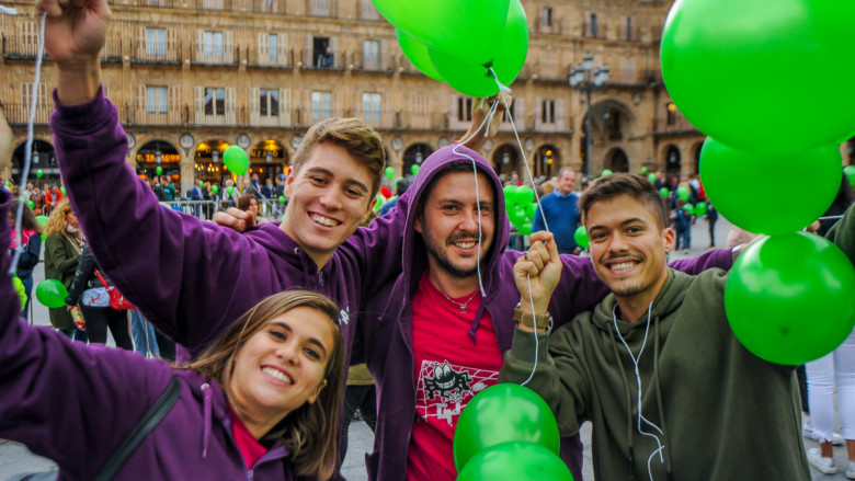 Decenas de personas participan en Salamanca de los actos del Día Internacional del Alzheimer.