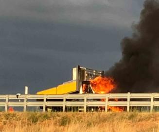 Arde la cabina de un camión en el término municipal de Barbadillo.