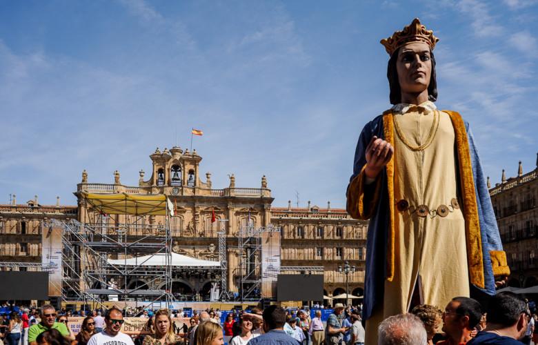 Gigantes y cabezudos se pasean por Salamanca estas Ferias y Fiestas.