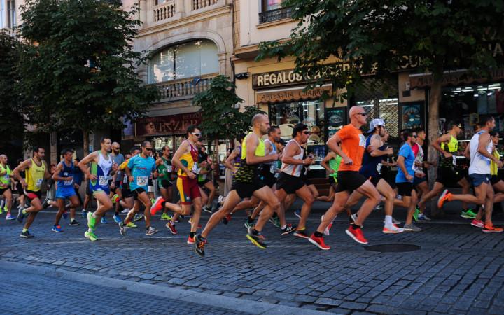Alrededor de 600 corredores participaron en la carrera solidaria organizada por la Guardia Civil en Salamanca a favor del ELA.