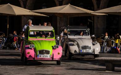 Los vehículos clásicos de Citroën participaron en la carrera solidaria a favor del ELA organizada por la Guardia Civil.