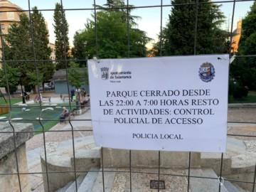 Cartel en el parque de San Francisco, Salamanca.