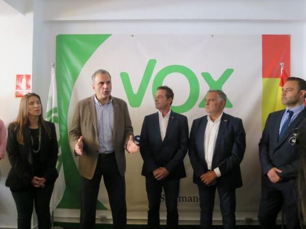 Javier Ortega Smith inaugura la sede de Vox en Salamanca.
