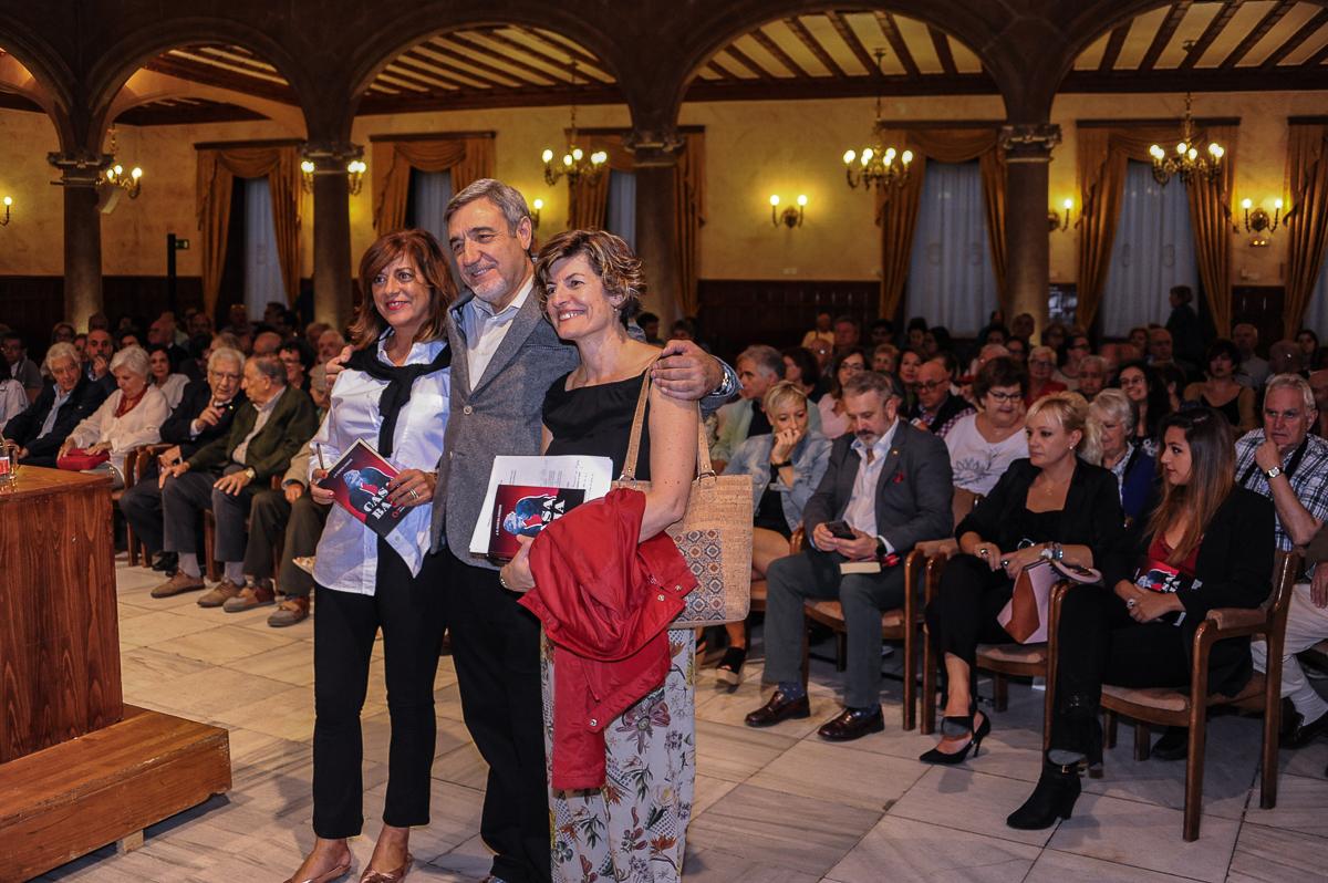 Isabel Bernardo, José Manuel Ferreiras y Mª Angeles Pérez, en el Casino, lugar que acogió la presentación de 'Casa Baja'.