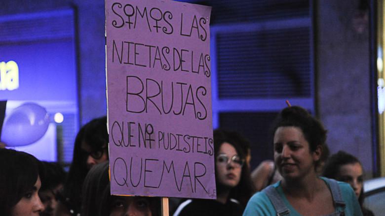 Una de las pancartas que se pudieron ver en la #NocheVioleta en Salamanca.