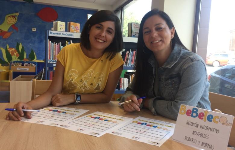 Maria Jesus Moro y Maria Gutierrez en la Biblioteca de Guijuelo.