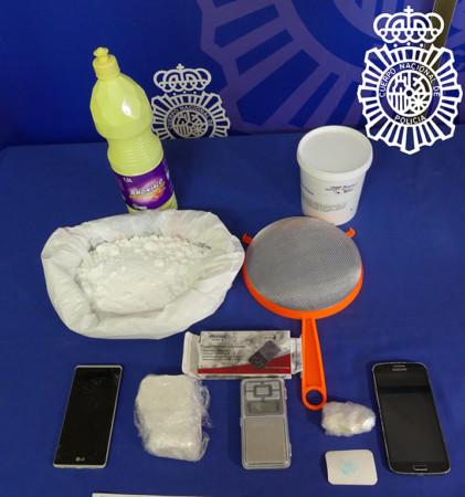 Sustancias y objetos incautados por la Policía Nacional. Salamanca