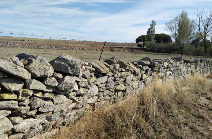 valla muro piedra cercado pueblo era