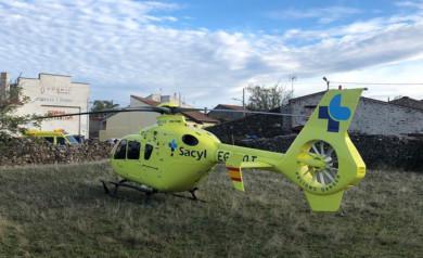El helicóptero medicalizado del Sacyl acudió a El Pizarral, donde tuvo lugar el accidente.