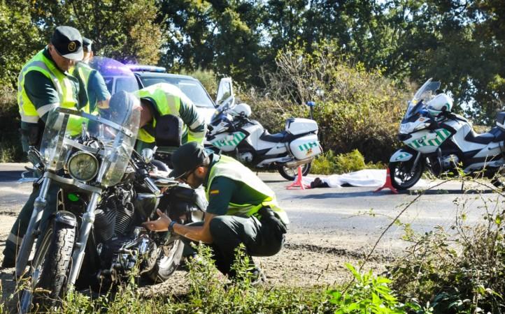 La Guardia Civil en el lugar del accidente. (Ical / José Vicente)