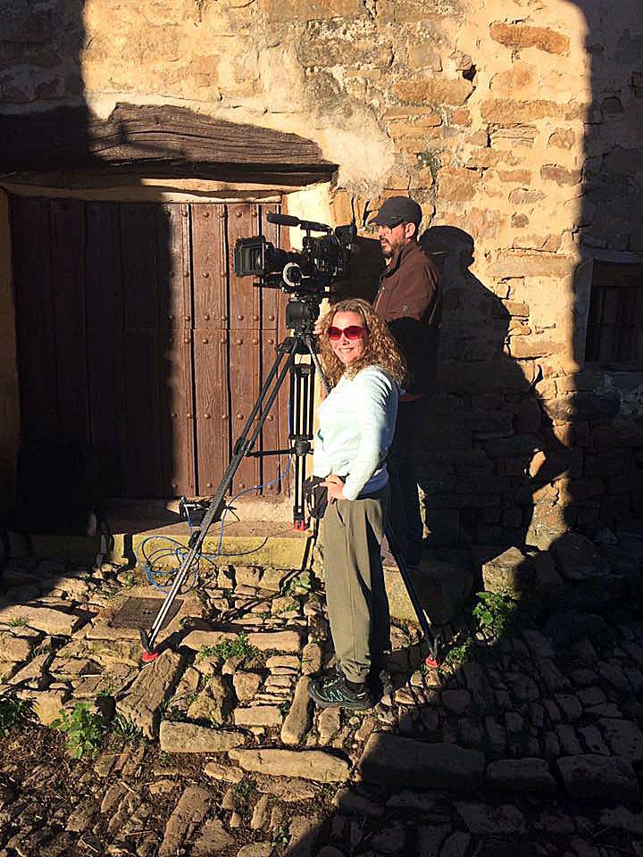 ICAL La cineasta Vera Herrero, en el rodaje de 'Aún se bendicen estos campos', que participa en la sección Castilla y León en Largo, en la 64 Seminci