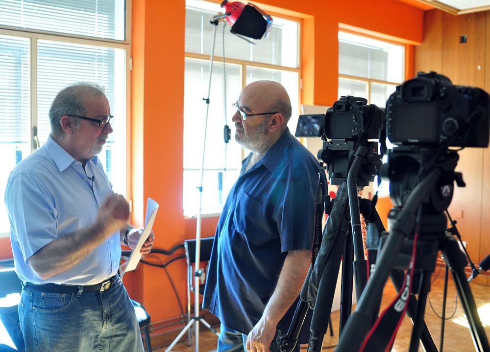 ICAL El director vallisoletano afincado en Ávila José Ramón Rebollada (D), en el rodaje de 'La moral del vampiro', que participa en la sección Castilla y León en Largo, en la 64 Seminci