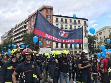 ICAL Bomberos de Castilla y León se manifiestan en Madrid convocados por la Coordinadora Unitaria de Bomberos Profesionales (CUBP) para exigir una ley estatal del fuego
