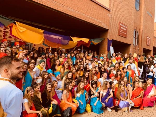 Los estudiantes de Medicina están celebrando a su patrón, San Lucas.