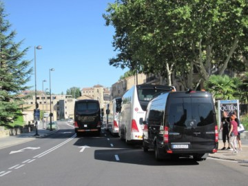 Autobuses de turistas en Rector Esperabé.