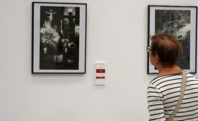 Manuel Lopez con su 'Ambiente' gana el concurso de fotografías de Semana Santa.