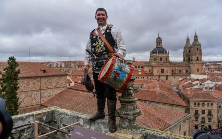 Ángel Rufino, El Mariquelo, en las torres de la Catedral de Salamanca.