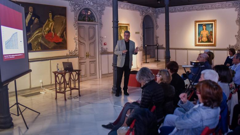 Francisco Blanco ofreció una conferencia sobre la mujer rural en la Casa Lis.