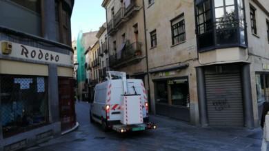 Preparativos para colocar los adornos de la iluminación navideña en Salamanca. (2)