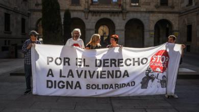 La plataforma Stop Deshaucios se concentra en Salamanca por una vivienda de calidad.