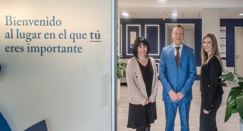 Ruth Sanz, Alfredo Mozos y Estíbaliz de Frias, responsables de la residencia Clece Vitam San Antonio, en Salamanca.