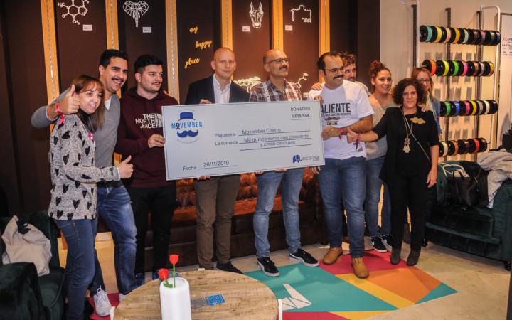 Mi Pequeña Fábrica se inaugura en el CC El Tormes realizando un donativo al movimiento solidario #Movembercharro.