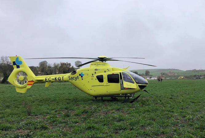 El helicóptero del Sacyl trasladó al herido en la montería.