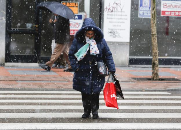 Carlos S. Campillo / ICAL Primeros copos de nieve de la temporada en la capital leonesa