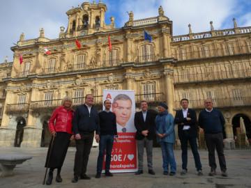 Emiliano García-Page, presidente de Castilla-La Mancha, acudió a Salamanca para apoyar a los candidatos al Congreso y Senado.