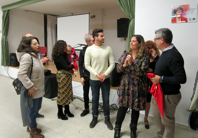 La familia de Pepa Mena, emocionada en el homenaje que le han rendido vecinos, amigos y autoridades a su madre.