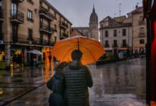 La lluvia de este viernes ha dejado bonitas estampas en la Salamanca.