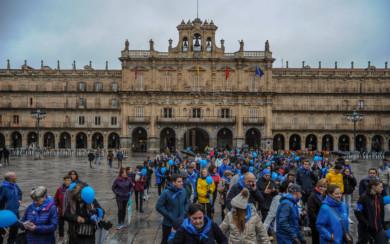 Decenas de personas desafiaron el frío y la lluvia y participaron en la V Marcha Solidaria 'Muévete por la diabetes'