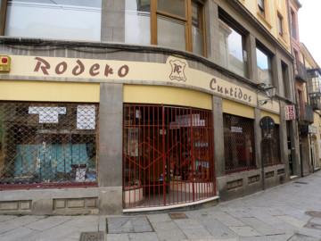 Rodero Curtidos cierra después de 125 años atendiendo a los salmantinos. (1)