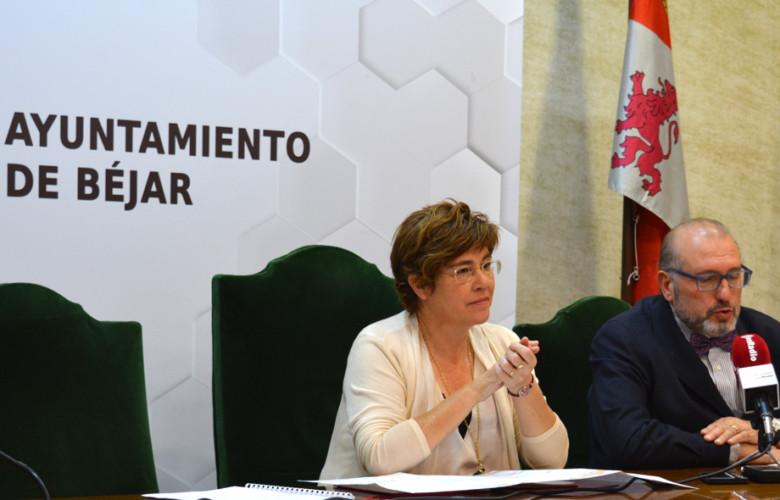 La alcaldesa de Béjar, Mª. Elena Martín, y el presidente de la Cámara de Comercio de Béjar, Buenaventura Velasco