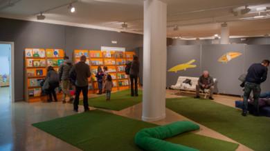 'Escenarios de lecturas' es una exposición bibliográfica participativa y lúdica está en la Biblioteca Municipal Torrente Ballester