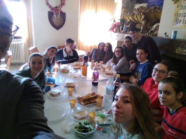 Alumnos del IES Federico García Bernalt participan en jornadas de voluntariado en las Hermanitas de los Pobres y el Comedor de los Pobres. (2)