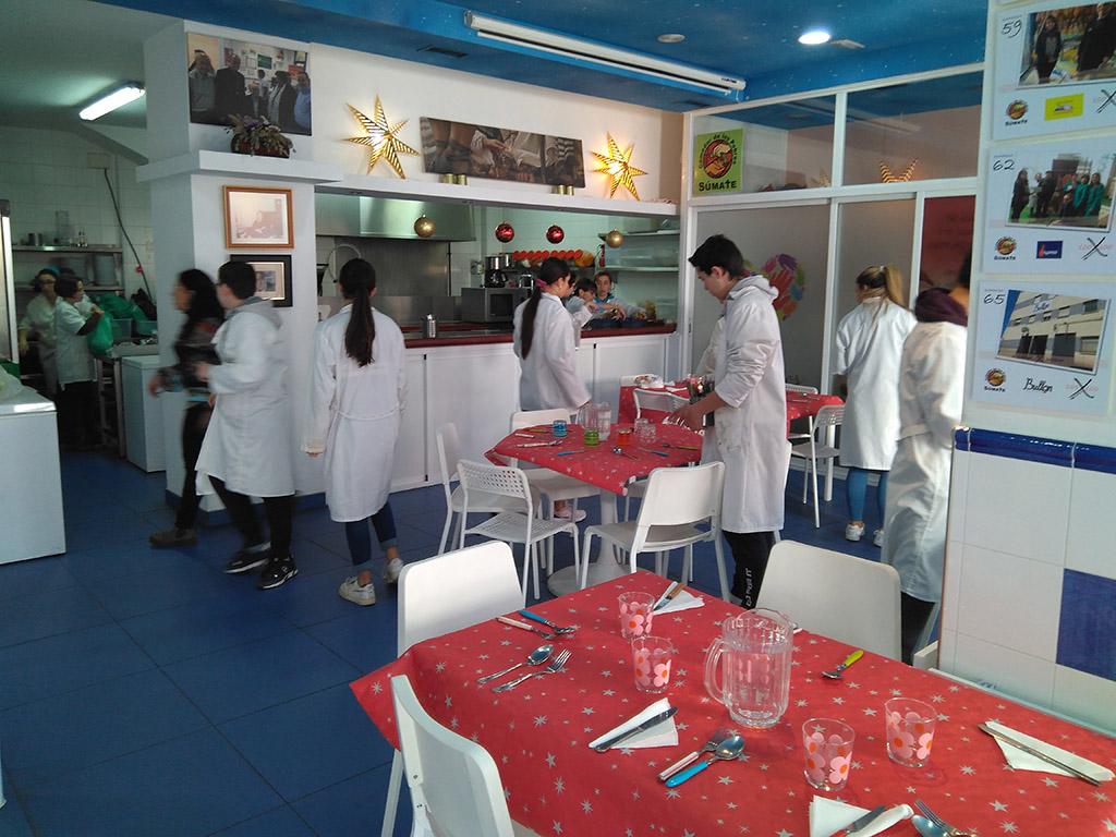 Alumnos del IES Federico García Bernalt participan en jornadas de voluntariado en las Hermanitas de los Pobres y el Comedor de los Pobres. (3)