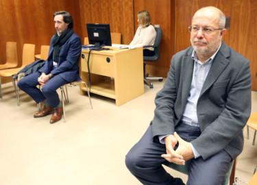Rubén Cacho / ICAL El vicepresidente de la Junta, Francisco Igea, declara en el juzgado de instrucción número 5 de Valladolid por un presunto delito leve de amenazas. Junto a él, el denunciante, Borja Collantes