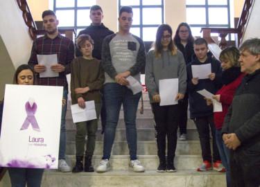 J. L. Leal / ICAL La Escuela de Arte y Diseño de Zamora realiza una concentración en recuerdo de la profesora zamorana Laura Luelmo, que fue asesinada hace un año en El Campillo (Huelva)