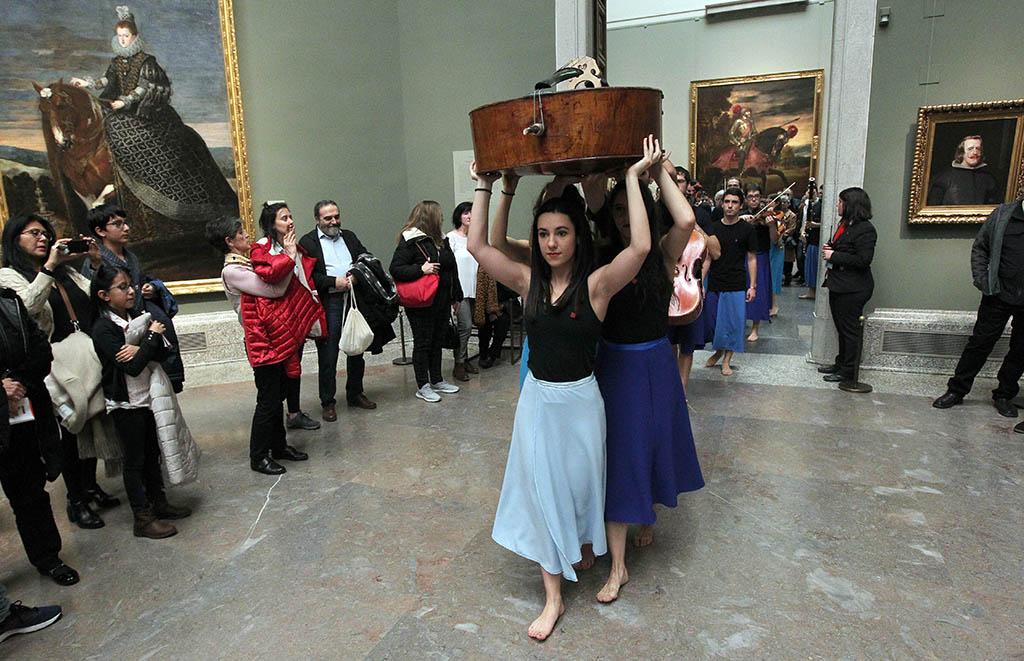 El Proyecto Ibérico Orquestal de la OSCyL tiñe de música, danza y 'performance' la Sala de 'Las meninas' en el Museo del Prado