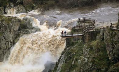 David Arranz / ICAL El Pozo de los Humos desde la localidad salmantina de Pereña espectacular aumento de caudal con las lluvias