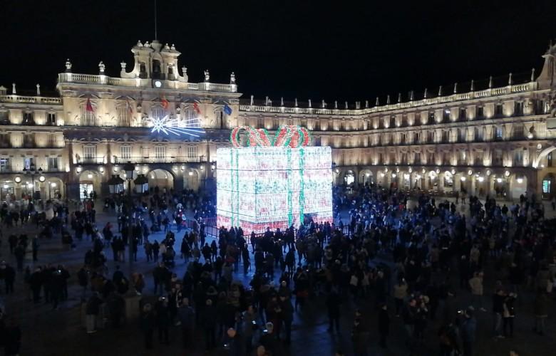 El gran regalo de Navidad ya decora la Plaza Mayor de Salamanca.
