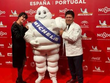 La diseñadora Amaya Arzuaga y el cocinero salmantino Víctor Gutierrez. FOTO. ICAL.