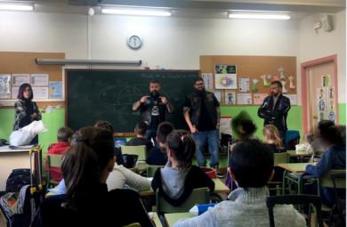 Los moteros de Proyecto Lobo hablaron sobre el acoso escolar en el colegio Campo Charro.