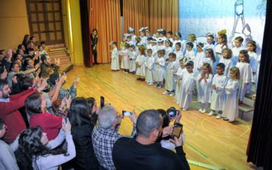 Los escolares de las Siervas de San José en una de las actuaciones del Festival de Navidad.