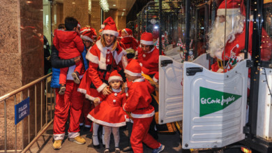 Papá Noel y sus pajes llegaron a El Corte Inglés de Salamanca para recoger las cartas de los niños y niñas.