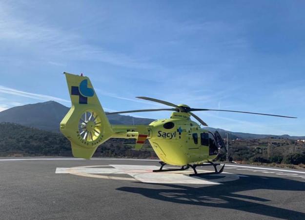 El Sala de Emergencias dio aviso a la Guardia Civil, y enviaron un helicóptero y una UVI móvil.