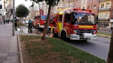 Bomberos en la Avenida de Portugal. (1)